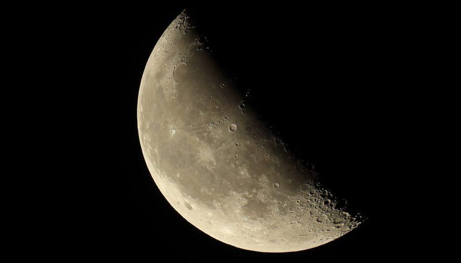 Mond groß